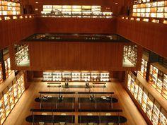 Sala de leitura da Biblioteca do Museu Nacional Centro de Artes Reina Sofía, em Madri, Espanha. Fotografia: losmininos.