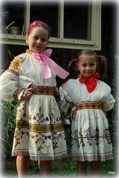 Hra na kroje / otigo » SAShE.sk - slovenský handmade dizajn Folk Costume, My Heritage, Historical Costume, Traditional Dresses, Harajuku, Flower Girl Dresses, Culture, Wedding Dresses, Melting Pot
