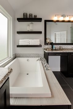 If you have a small bathroom in your home, don't be confuse to change to make it look larger. Not only small bathroom, but also the largest bathrooms have their problems and design flaws. Bad Inspiration, Bathroom Inspiration, Bathroom Renos, Small Bathroom, Bathroom Ideas, Bathroom Colors, Bathroom Cabinets, Bath Ideas, Bathroom Organization