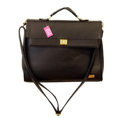 Bolsa Juliana preta, super clássica no estilo carteiro! Para comprar, acesse: http://www.sollamaria.com.br/pd-fb616-juliana-preta.html?ct=&p=1&s=1