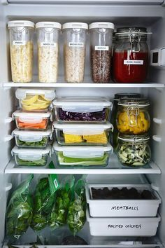 Terrific Glass Meal Prep Containers that Last Forever! is part of Fridge organization - The best glass meal prep containers out there, and they all last forever! Now you don't have to worry about toxic chemicals getting in to your meals! Kitchen Pantry, Kitchen Hacks, Kitchen Storage, Diy Kitchen, Ikea Food Storage, Hidden Kitchen, Smart Storage, Storage Room, Kitchen Layout