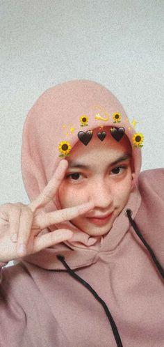 Ulzzang Korean Girl, Ulzzang Couple, Ootd Hijab, Girl Hijab, Stylish Girls Photos, Girl Photos, Short Hair Outfits, Palembang, Beautiful Hijab