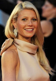 Gwyneth Paltrow soft and shiny hair Gwyneth Paltrow, Gweneth Paltrow Hair, Pretty People, Beautiful People, Glamour, Party Hairstyles, Bridal Beauty, Famous Women, Look Chic