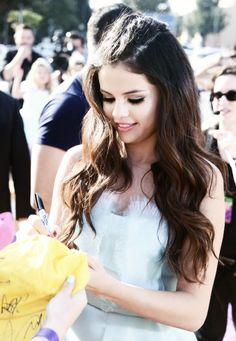 Selena Gomez | love her hair long! :)