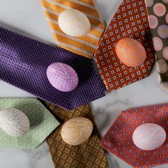 Make a gorgeous set of patterned Easter eggs with the help of a few old silk ties. Learn how to make these dyed eggs, and get more of our best Easter decorating ideas. to make Easter eggs Silk Tie Dyed Easter Eggs Easy Easter Crafts, Easter Crafts For Kids, Easter Ideas, Baby Crafts, Easter Egg Designs, Tie Dyed Easter Eggs, Silk Dyed Eggs, Diy Ostern, Egg Decorating