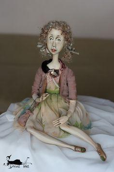 Felicija apsirengė gražiausią šilkinę suknelę, medvilninį švarkelį, susidėjo visą savo gyvenimą į rankinuką - tašiuką ir i...