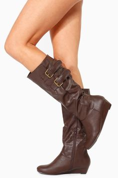 This season is all about cute boots and comfort. This pair of boots features upper double buckle detailing, brown faux leather material, faux fur interior, a hidden side zipper and a mini wedge. Pair them up with leggings a loose top and your favorite matching motto jacket for the perfect look.
