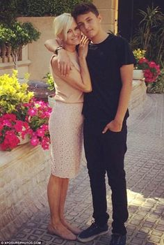 Yolanda foster with her son anwar hadid Dina Manzo, Yolanda Foster, Anwar Hadid, Insta Snap, Reality Tv Stars, Celebs, Celebrities, Mother And Child, Her Style