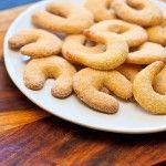 Vanilla Crescent Cookies (German Christmas Cookies) - Wishful Chef