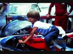 Baby Valentino Rossi, on a Bimota no less Motogp Valentino Rossi, Valentino Rossi 46, Nicky Hayden, Honda Cbr 600, Family Get Together, Young Celebrities, Vr46, Moto Bike, 1957 Chevrolet