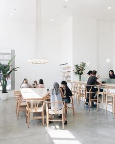 Modern interior design – Home Decor Interior Designs Cafe Interior Design, Retail Interior, Gray Interior, Cafe Design, Bakery Design, Cafe Bar, Bar Restaurant Design, Modern Restaurant, White Restaurant