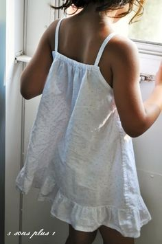 Summer Strappy Nightgown Tutorial - Makes up in about an hour!