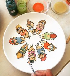 Pottery Painting Designs, Paint Designs, Painted Plates, Plates On Wall, Ceramic Clay, Ceramic Painting, Pottery Techniques, China Art, Handmade Tiles