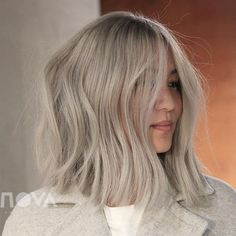 11 Flattering Blonde Hair Colors If Your Skin Is Cool-Toned - Dunkelblonde Haare Blonde Hair For Cool Skin Tones, Cool Blonde Hair Colour, Warm Blonde Hair, Icy Blonde, Bleached Blonde Hair, Blonde Hair For Pale Skin, Toning Blonde Hair, Hair Colours For Pale Skin, Toning Bleached Hair