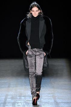 Alexander Wang Fall 2011 Ready-to-Wear Fashion Show - Sara Blomqvist