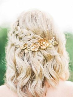 Wedding Hairstyles » 24 Lovely Medium-length Hairstyles For Fall Weddings » ❤️ See more: http://www.weddinginclude.com/2017/07/lovely-medium-length-hairstyles-for-weddings/ #weddingmakeup