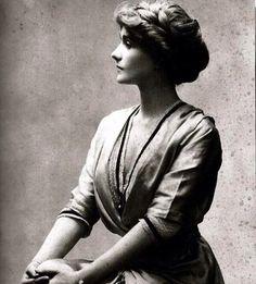 Coco Chanel, 1907