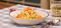 Zitronenspaghetti mit Kräutergarnelen, Sahne und Parmesan als sommerliche Hauptspeise einfach und schnell selbst zubereiten mit unserer Video-Anleitung.