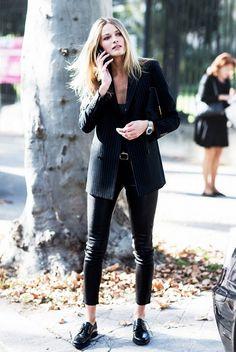 calça de couro + blazer +black  oxfords