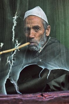 He took one of the most famous photos in the world, but there's more to Steve McCurry than Afghan Girl, says Sean O'Hagan Steve Mccurry Portraits, Steve Mccurry Photos, Srinagar, Robert Doisneau, We Are The World, People Around The World, Steeve Mc Curry, Vivre A New York, World Press Photo