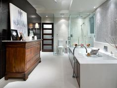 When you walk into a designer bathroom, there's no doubt that this is not the run of the mill. Here's what you can do to get the designer look for less.