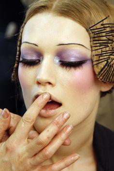 Luv make-up. minus the eyebrows ♡ 20s Makeup, Runway Makeup, Makeup Inspo, Makeup Art, Makeup Inspiration, Runway Hair, Don Mendo, Beauty Make Up, Hair Beauty