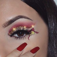 Creative And Gorgeous Christmas Makeup Ideas For The Big Holiday; Christmas Makeup Looks; Holiday Makeup Looks; Makeup Goals, Makeup Inspo, Makeup Art, Makeup Inspiration, Beauty Makeup, Makeup Ideas, Red Makeup, Makeup Eyeshadow, Cat Eyeliner