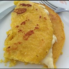 They eat it especially on breakfast. Made from corn flour Latin American Food, Latin Food, Caribbean Recipes, Caribbean Food, Venezuelan Food, Good Food, Yummy Food, Food Tasting, International Recipes