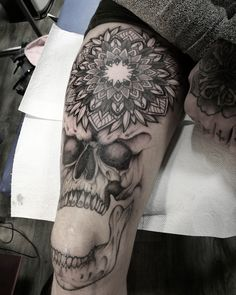 Knee tattoo #knee #skull #mandala