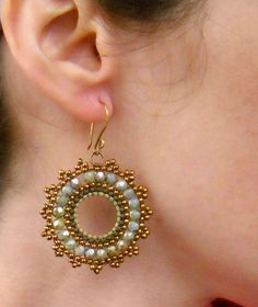 pattern - but looks to be straight forward brick stitch on a hoop base? Beaded Earrings Patterns, Seed Bead Earrings, Diy Earrings, Circle Earrings, Seed Beads, Hoop Earrings, Bead Jewellery, Beaded Jewelry, Handmade Jewelry
