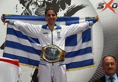 """Από 18. μέχρι 22. Μαΐου 2016 έγινε στο Sindelfingen της Γερμανίας το παγκόσμιο πρωτάθλημαKickboxing της ISKA (παγκόσμια ομοσπονδία κικμπόξινγκ). ΗΕυαγγελία """"Brucelitsa"""" Τσάννη και κατάγεται από τους Πύργους Δράμας είναι μέλος της εθνικής ομάδας κικμπόξινγκ και αγωνίστηκε στο Light Contact των γυναικών μέχρι 58 κιλά. Στον πρώτο αγώνα αντιμετώπισε αντίπαλο από Σκωτία, την οποία νίκησε εύκολα μετά από δυο γύρους με λακτίσματα στο κεφάλι και γρήγορα ντιρέκτ.    Η αντίπαλος τηςαπό Γερμανία…"""