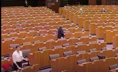 Hatalmas lendülettel, szinte habzó szájjal beszélt ma Gyurcsányné az Európai Parlamentben. Erről videót is közzétett Klárika! Csak van egy apró szardarab a palacsintában. Klárikára a kutya sem volt kíváncsi. Persze a baromarcú követőit ez nem zavarja. 😀