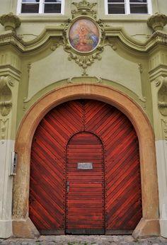 Cateva obiective pe care sa nu le ratezi in Praga - Ioana Vesa Prague, Doors, Mirror, Amazing, Furniture, Home Decor, Decoration Home, Room Decor, Mirrors