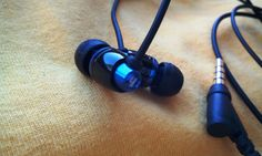 First Harmonic IEB6 In-Ear Headphone With Mic And 5.5mm mini-driver - See more at: http://www.gadgetexplained.com/2016/01/first-harmonic-ieb6-in-ear-headphone.html#sthash.ltSCiyrv.dpuf