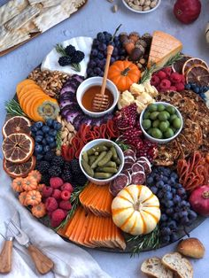 Apr 2020 - cheese board is lookin' like a snack. 😍🧀 This autumn-themed board is the perfect holiday appetizer with a little something for everyone. We have everything you need to create you very own cheese board! Halloween Appetizers, Vegan Appetizers, Thanksgiving Appetizers, Holiday Appetizers, Halloween Food For Party, Appetizer Recipes, Thanksgiving Table Settings, Halloween Dinner, Thanksgiving Cards