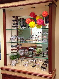 Spring Optical Display Window Display Design, Frame Display, Shop Window Displays, Store Displays, Display Boxes, Display Case, Visual Merchandising, Fashion Design Inspiration, Design Food