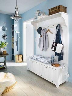 Viele Türen, wenig Platz: Der Eingangsbereich lässt sich oft nur schwer gestalten. Wir zeigen, welche Möbel und Farben im Flur eine