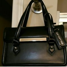 ** CROMIA ** MADE IN ITALY**   offers welcome Eccpcionaly first class craftsmanship made of super fine leather only for that acquired taste in good design end so much elegance cromia Bags