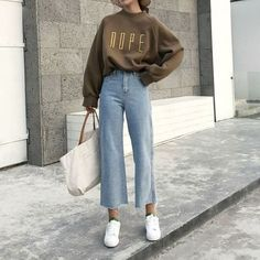 26 Classy Fall Outfits To Copy For 2018; Fall outfits 2018; Newest fall outfits 2018; casual outfits; sweater; classy outfits.