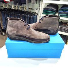 #Polacchini LO.WHITE con tomaia in pelle scamosciata lacci in tinta e suola in gomma antiscivolo 100% #madeinitaly disponibili in blu o grigio #LoWhite #Footwear #Handmade #shoes