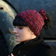 Woolly Wormhead - Tea-Cozy - free beanie Hat pattern for ponytails