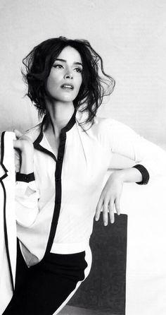 The Lovely Abigail Spencer. classy
