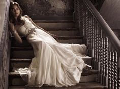 Another amazing trunk show at White, Toronto! Jenny Packham Spring 2010 Bridal Collection is a fusion of iconic screen sirens and glamour goddesses. Bridal Gowns, Wedding Gowns, Wedding Bells, Wedding Wishes, Wedding Attire, Wedding Things, Boho Wedding, Dream Wedding, Unusual Wedding Dresses
