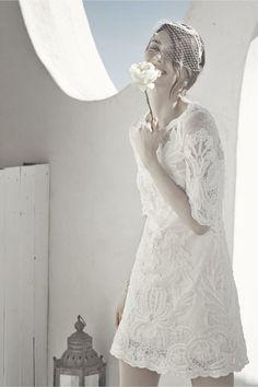 ♡パーティーにも使えるミニドレスあつめました♪ロングヘアさんのミニドレスに似合う夜会巻き・アップの髪型の参考♡