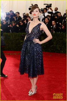 marion cotillard met ball 2014 02 Marion Cotillard rocks a blue dress while hitting the red carpet at the 2014 Met Gala held at the Metropolitan Museum of Art on Monday (May 5) in New York City.…