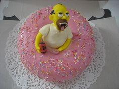 Dort ve tvaru americké koblihy s marcipánovou figurkou Homera Simpsona. Náplň pařížská šlehačka, potaženo marcipánem. Homer Simpson, Cake, Desserts, Food, Catalog, Tailgate Desserts, Deserts, Kuchen, Essen