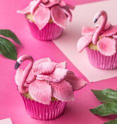 Muffiny Flamingi (Flamingo-Cupcakes) - Cupcakes to make - Cake-Kuchen-Gateau Flamingo Cupcakes, Flamingo Party, Flamingo Birthday, Tropical Cupcakes, Girl Birthday, Cupcake Frosting, Fondant Cupcakes, Fun Cupcakes, Cupcake Cookies