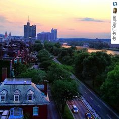 Good morning, #Terriers! How's this view from the Kilachand Hall study lounge for some #MondayMotivation? #bostonuniversity #sunrise #Boston #StorrowDrive  @ashley_upup