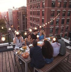 Why travel to the beach and beyond when you can turn your rooftop into a summer oasis getaway? If you have a rooftop or large patio, don't let the space go to waste, especially if you live in New York City where space is hard to come by in the first… New York Trip, New York Travel, New York Life, Paris Travel, Rooftop Party, Rooftop Terrace, Rooftop Design, Rooftop Decor, Rooftop Lounge