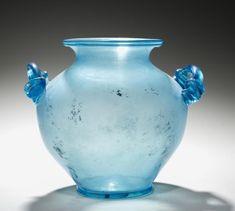 Urna cineraria, 1-200 Italia, romano, 1ro-2do siglo vidrio, diámetro - w: 20,40 cm (w: 8 pulgadas) en general - h: 22.30 cm (h: 8 3/4 pulgadas). Dudley P. Allen Fondo 1924.130